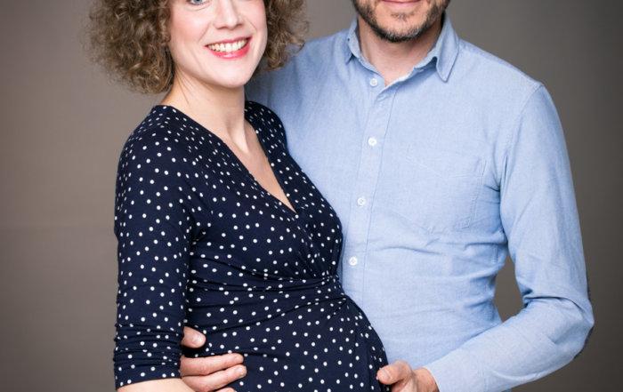 photo-couple-grossesse-studio-montpellier