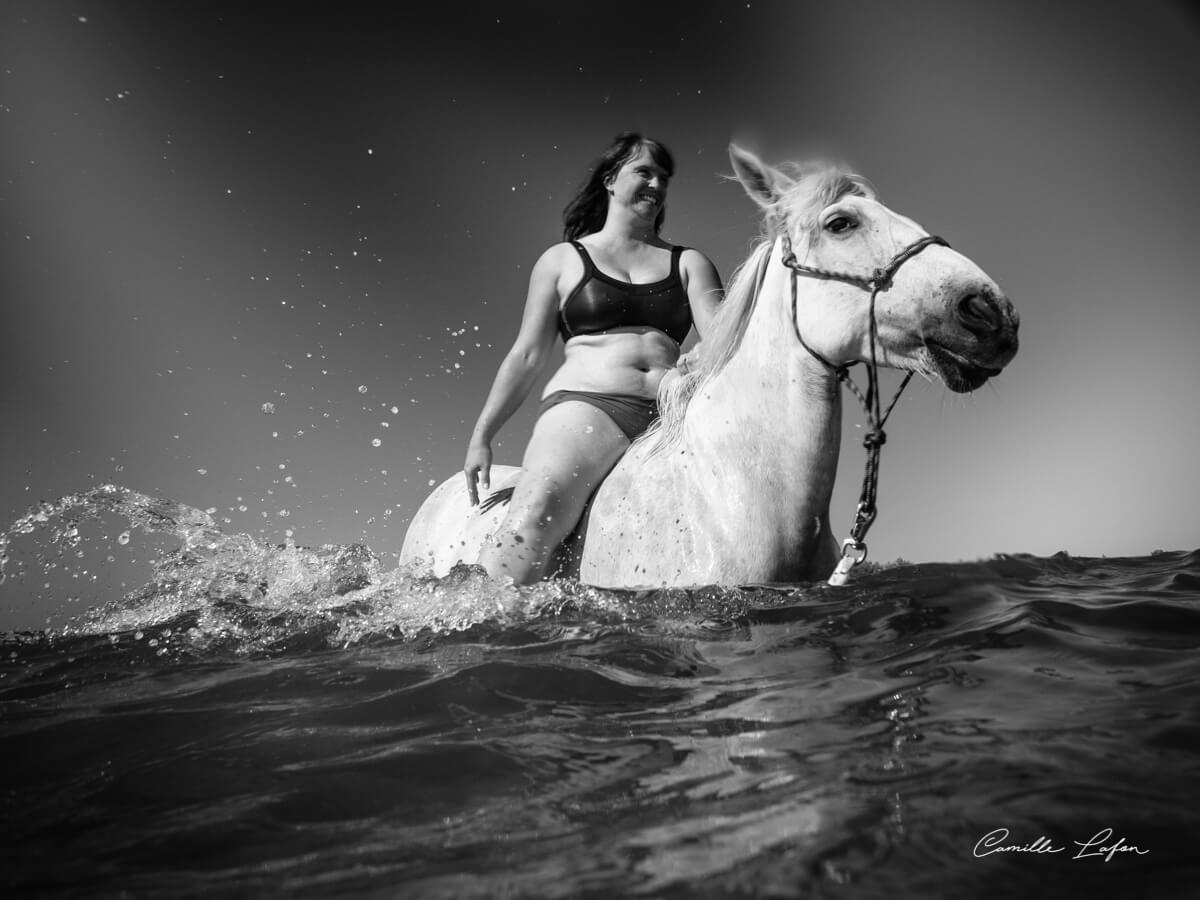 photographe-cheval-plage-aresquiers-aquatique